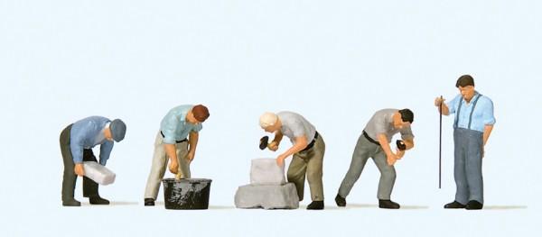 Preiser 10669 - H0 - Arbeit an der Bruchsteinmauer