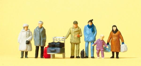 Preiser 14038 - Reisende mit winterlicher Kleidung