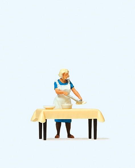 Preiser 28130 - H0 - Hausfrau am Tisch, Essen schöpfend