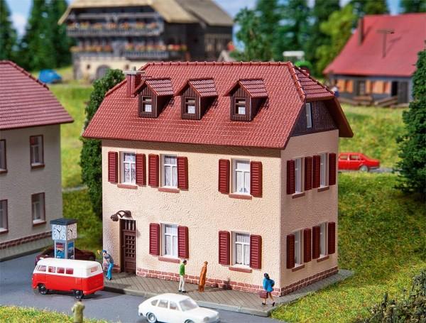 Faller 232328 - N - Zweistöckiges Wohnhaus mit Fensterläden