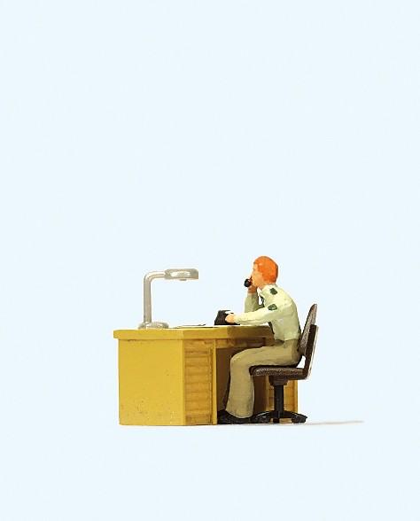 Preiser 28107 - H0 - Polizist am Schreibtisch