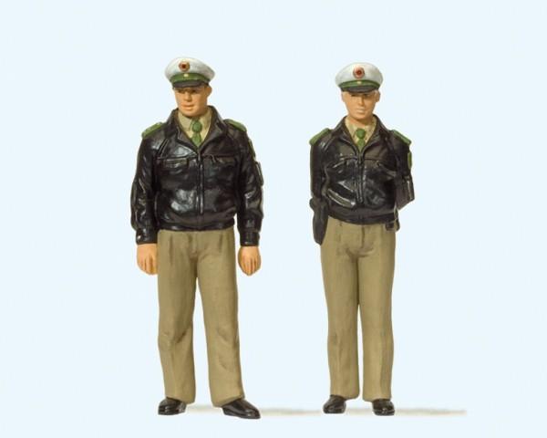 Preiser 44900 - Polizisten stehend, Grüne Uniform, BRD