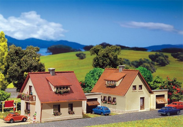 Faller 232226 - N - 2 Einfamilienhäuser mit Garage, 10,0 x 5,7 x 5,0 cm