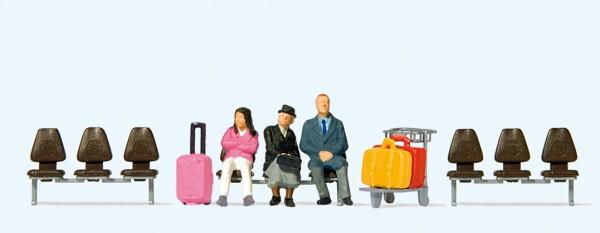 Preiser 10661 - H0 - Drei wartende Reisende, Drei Sitzreihen