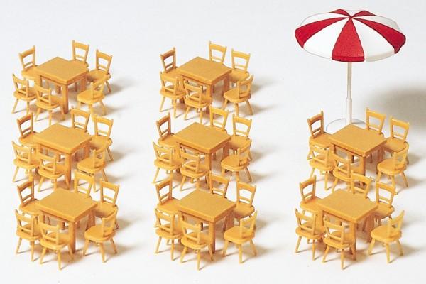 Preiser 17201 - 8 Tische, 48 Stühle, 1 Sonnenschirm