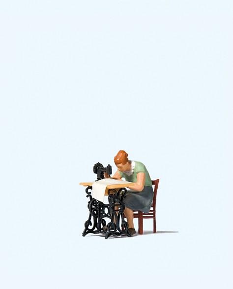 Preiser 28183 - H0 - Frau an Nähmaschine