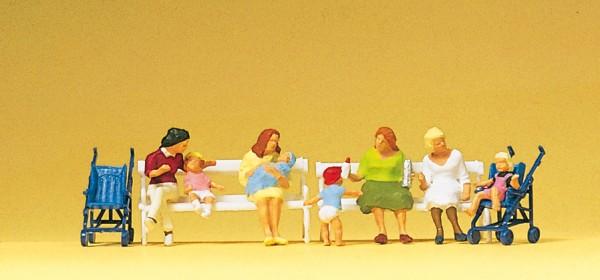 Preiser 10522 - H0 - Sitzende Frauen, Kinderwagen, Bänke