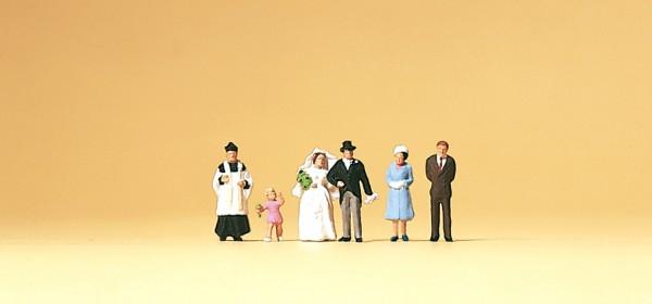 Preiser 79058 - Brautpaar & katholischer Geistlicher