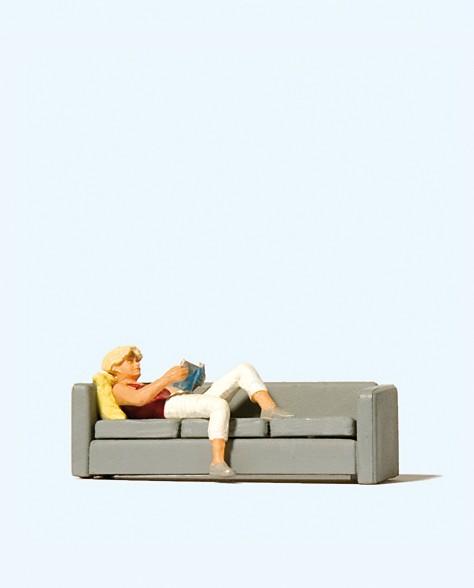 Preiser 28179 - H0 - Lesende auf Sofa