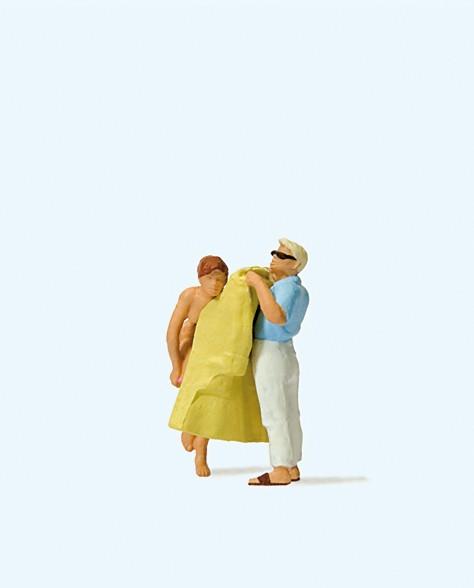 Preiser 28162 - H0 - Umziehen am Strand