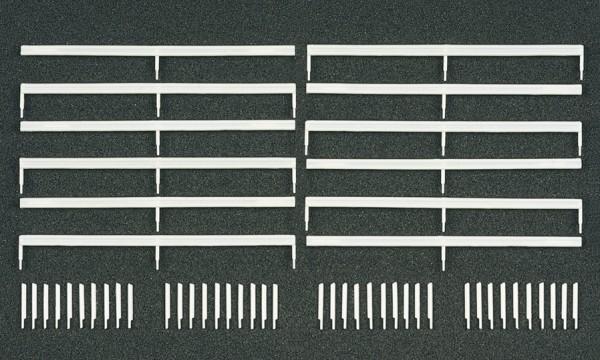 Preiser 18202 - H0 - Leitpfosten und Schutzblanken, 52 Bauelemente, Bausatz