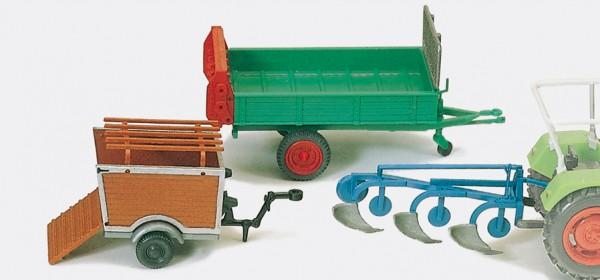 Preiser 17918 - H0 - Anbaupflug, Dungstreuer, Schweinetransporter