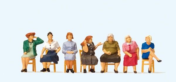 Preiser 10580 - H0 - Sitzende Frauen, wartend (mit losen Stühlen)