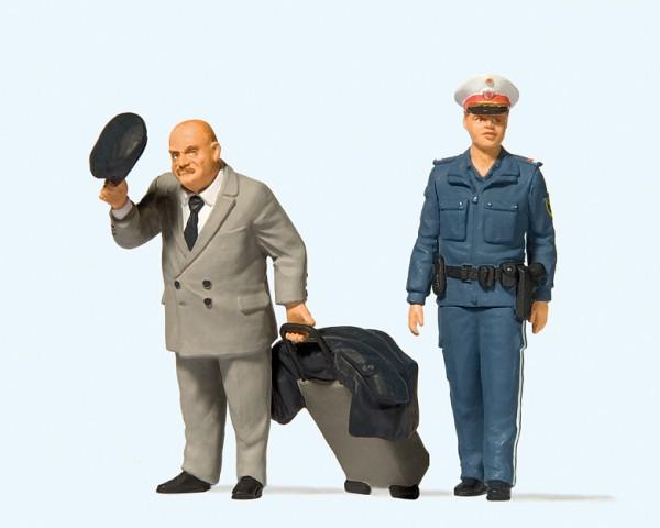 Preiser 44915 - G - Reisender & Polizistin Österreich