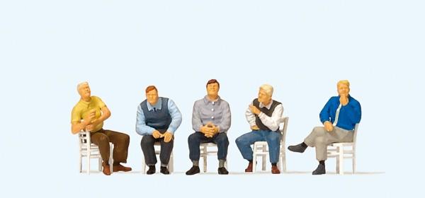 Preiser 10579 - H0 - Sitzende Männer, wartend (mit losen Stühlen)